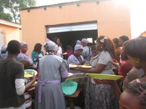 Mamas serving